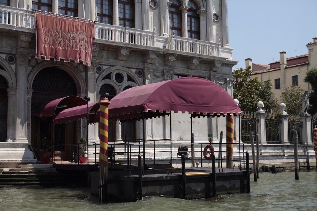 149433909773-venezia-casino.jpg